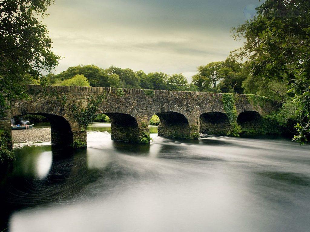 stone-bridge-over-gearhameen-river--killarney-national-park--county-kerry--ireland