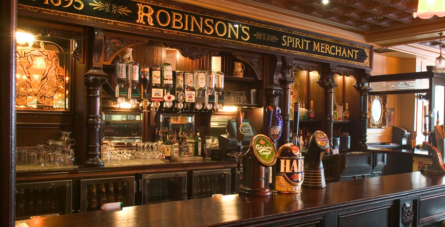 Robinsons, smack dab in the centre of Belfast, is one of the best old and authentic bars in Belfast.