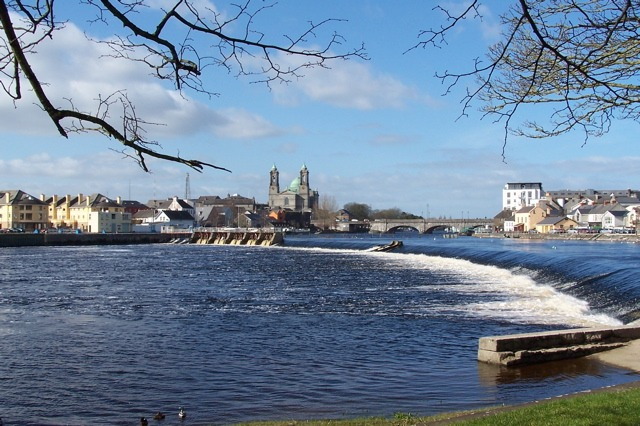River_Shannon,_Athlone,_Co._Westmeath,_Ireland_-_geograph.org.uk_-_345361