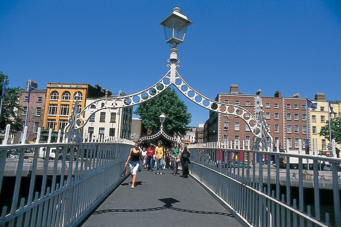 dublin_-_sunny_ha_penny_bridge