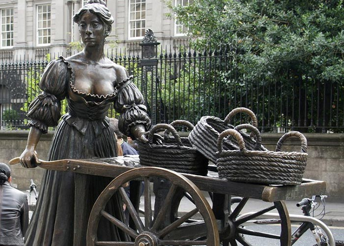 Create a costume inspired by the Molly Malone statue in Dublin