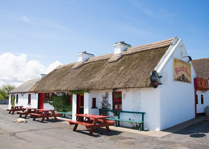 Top 10 Amazing Thatched Roof Pubs In Ireland