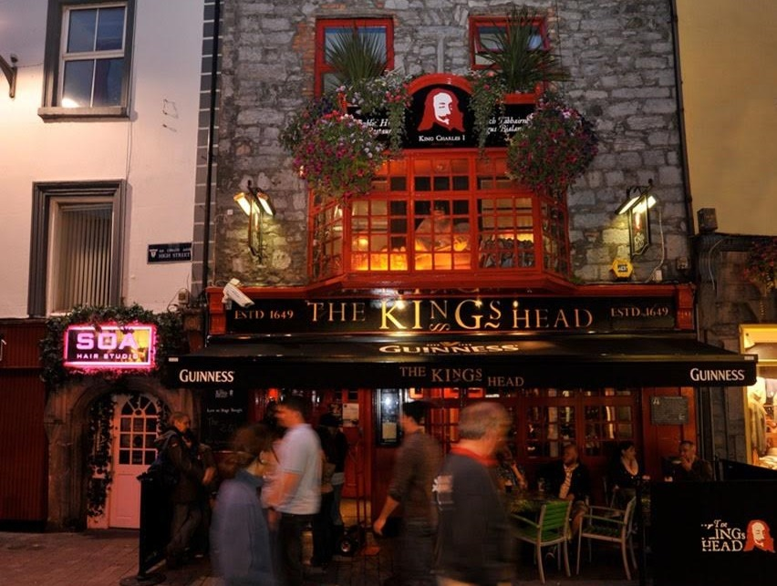 10 Pubs The Traditional Irish Pub Amp Bar Crawl In Galway