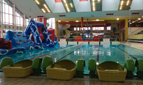 5 things to do in galway on a rainy day - Hotels in salthill with swimming pool ...
