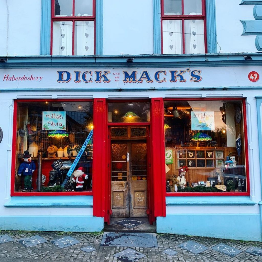 One of the best things to do in Dingle is have a pub crawl in the town.