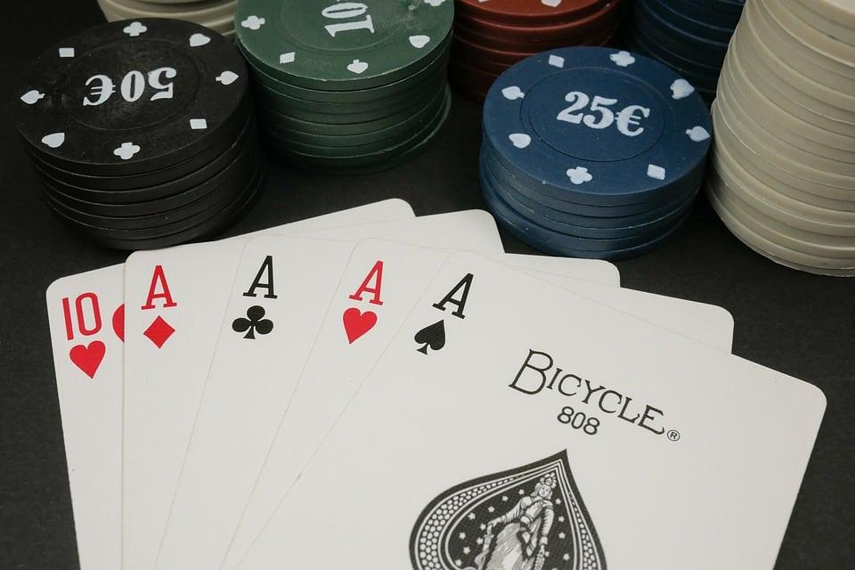 Permainan kartu telah dimainkan sepanjang sejarah perjudian di Irlandia.