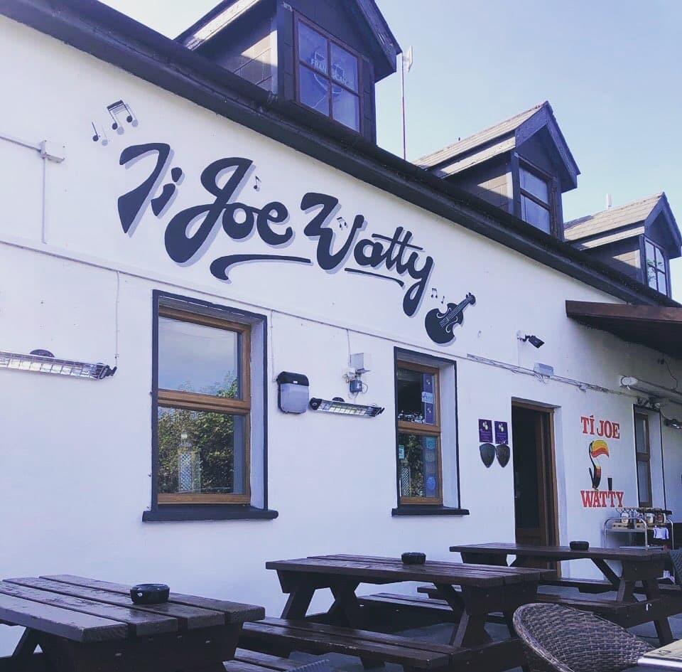 Located on Inis Mór is Joe Watty's Bar and Restaurant