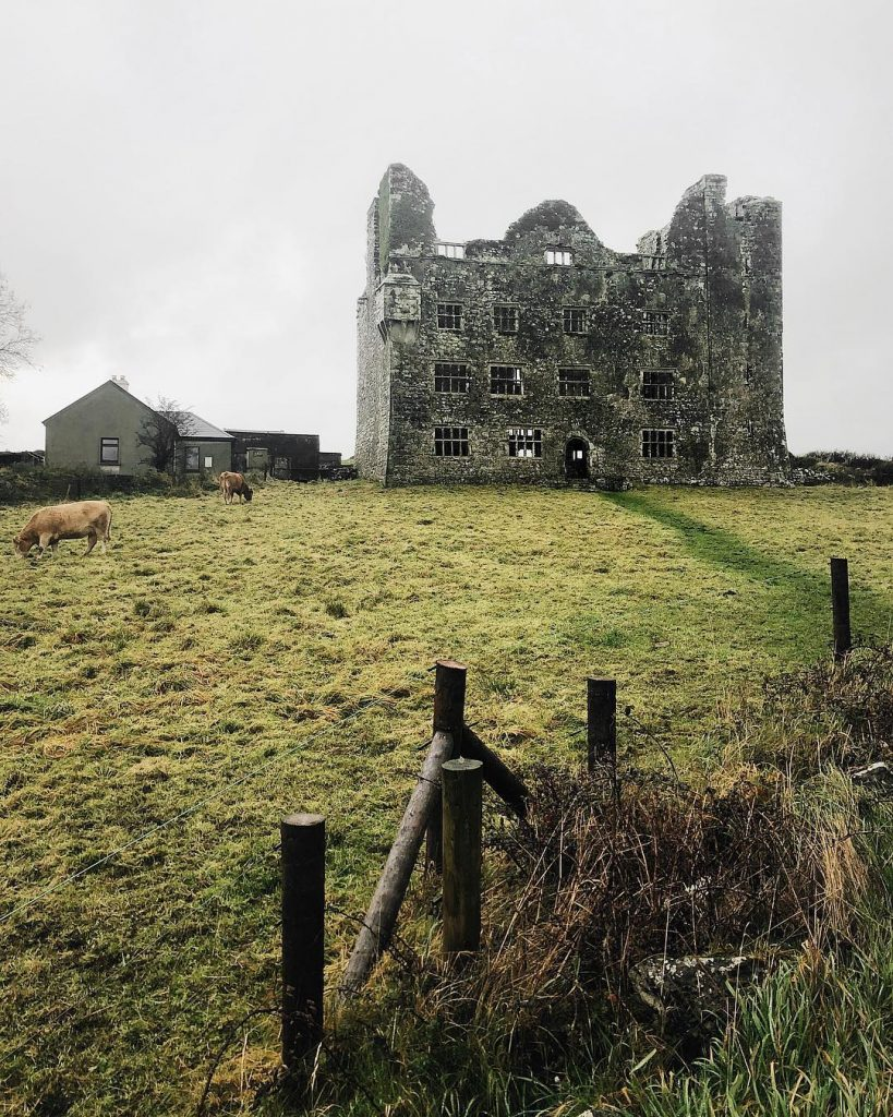 Leamaneh Castle is haunted by red Mary, making it one of the most haunted castles in Ireland.