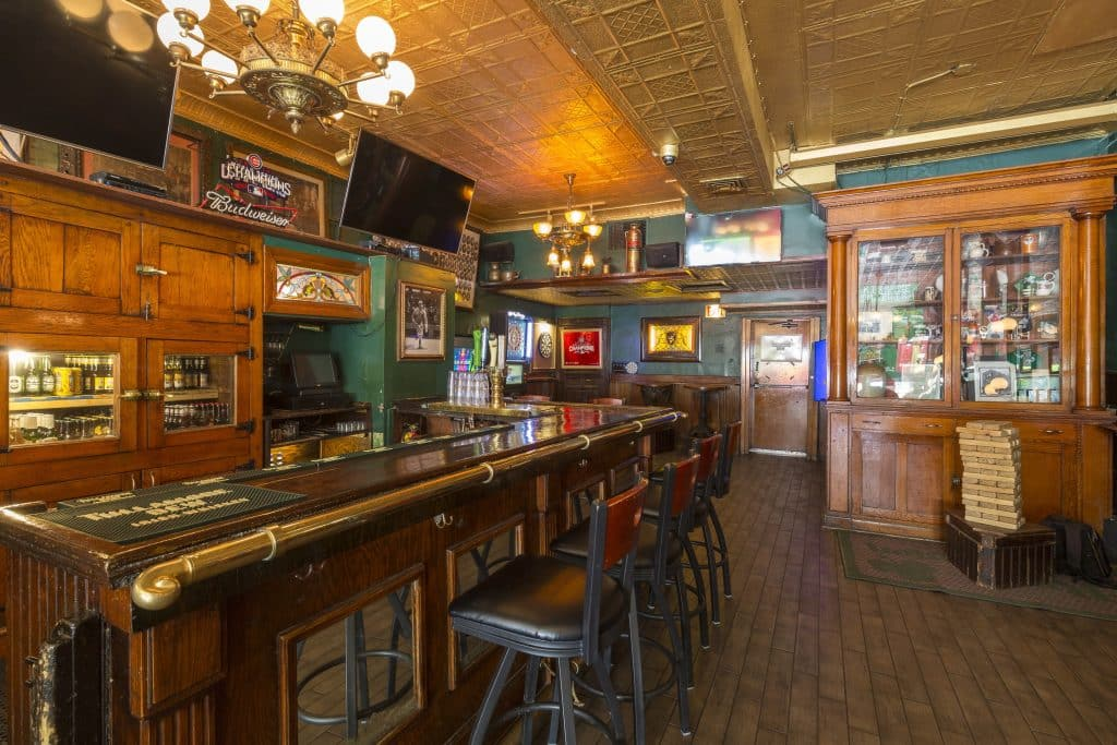 River Shannon is a dog-friendly classic Irish pub in Chicago