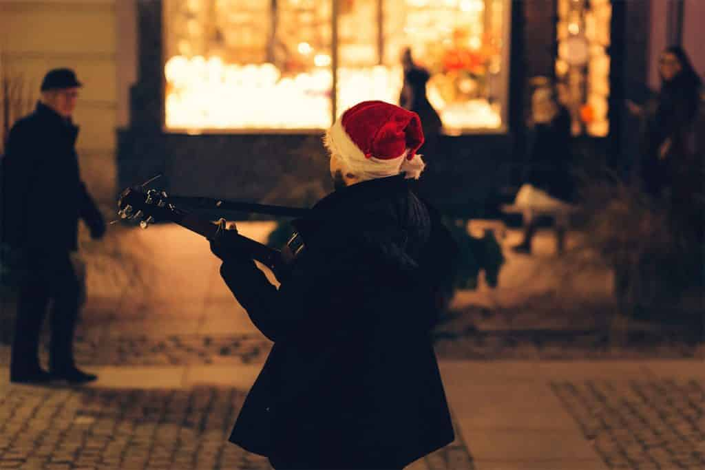 When street performers are singing carols, you can be sure Christmas is coming in Ireland.