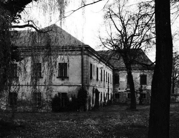 The eerie Drumbeg manor is one of the most widely regarded haunted places in Ireland.