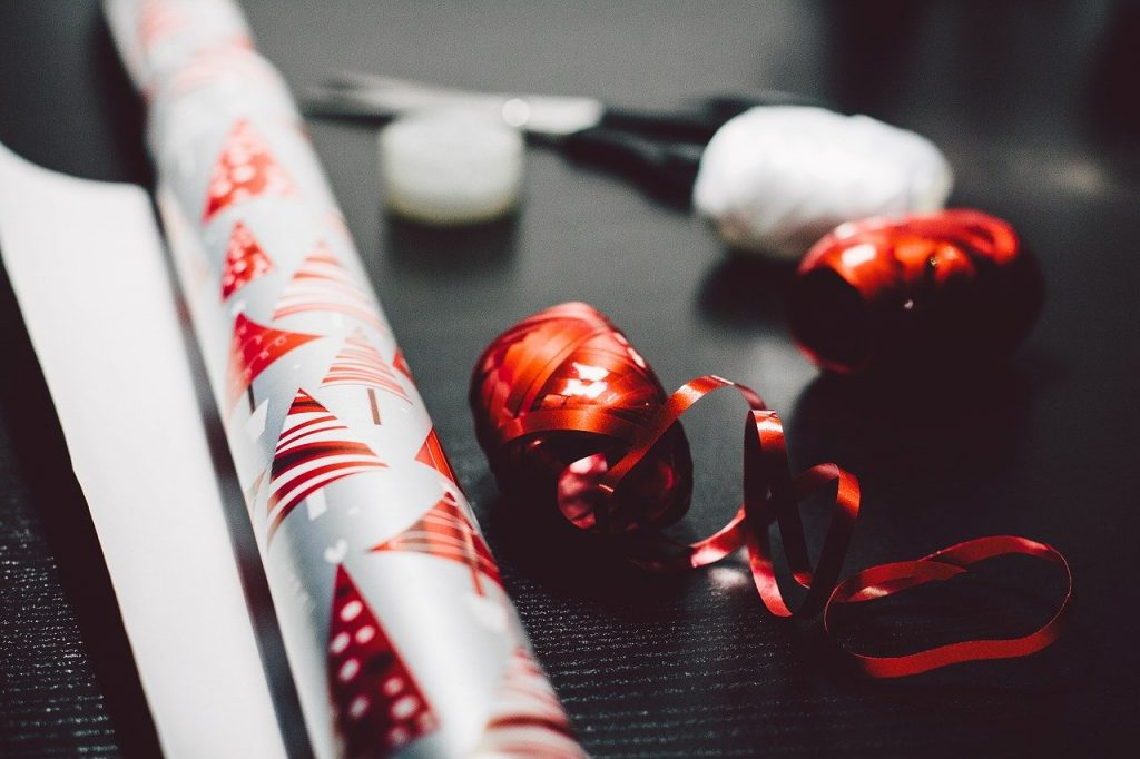 When street vendors are selling wrapping paper, you can be sure Christmas is coming in Ireland.