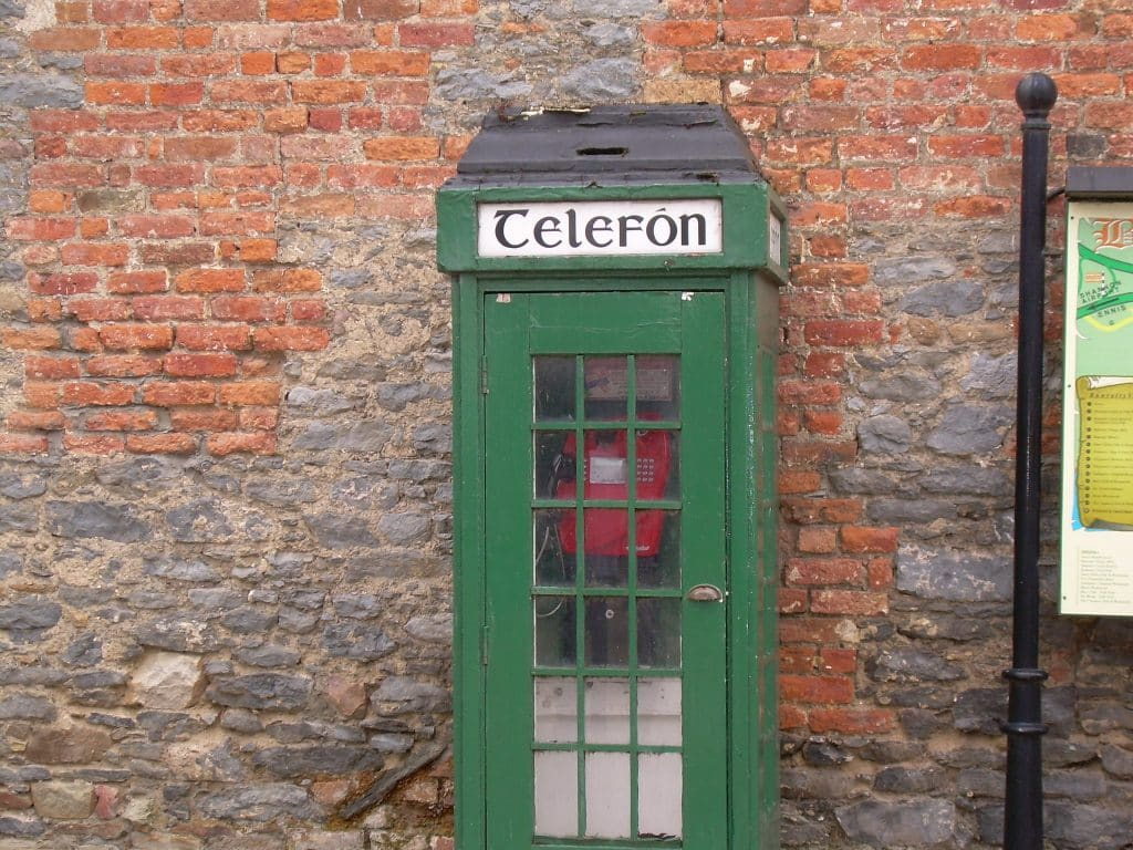 10 memories that all Irish 90s kids will have include payphone