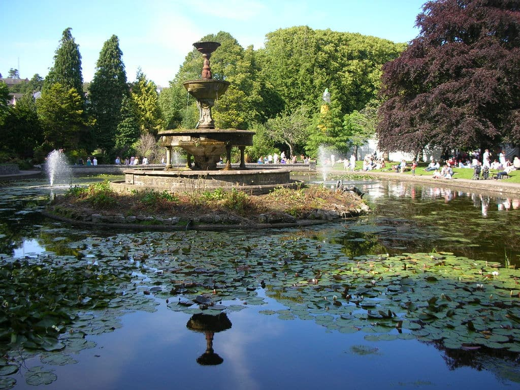 10 things to do in Cork before you die include a picnic in Fitzgerald Park