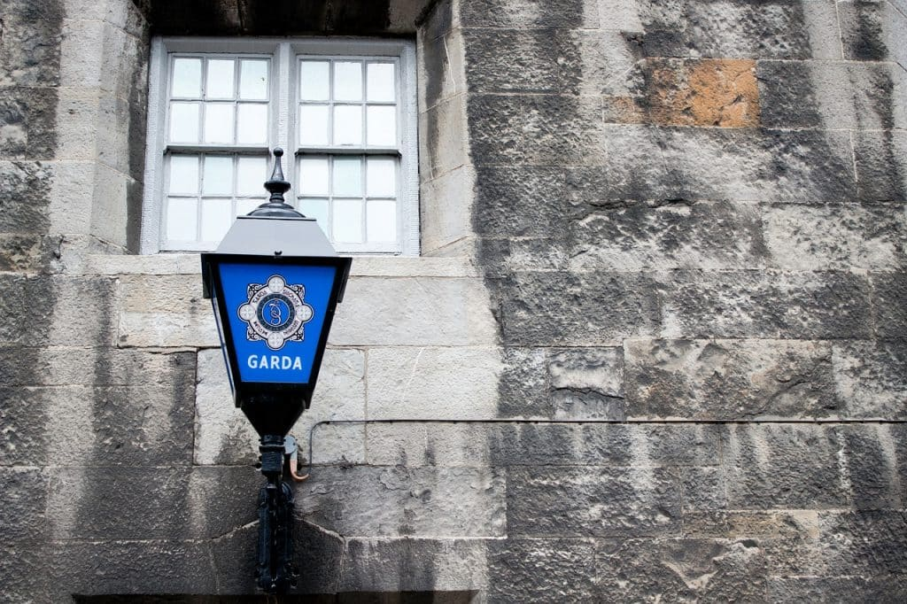 10 differences between Northern Ireland and the Republic of Ireland include the police force