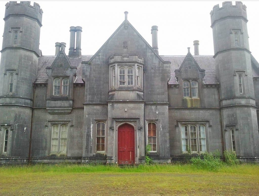 10 abandoned places in Ireland that will creep you out include Carrigglas Manor