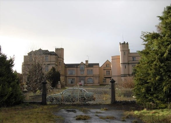 10 abandoned places in Ireland that will creep you out included Castle MacGarrett