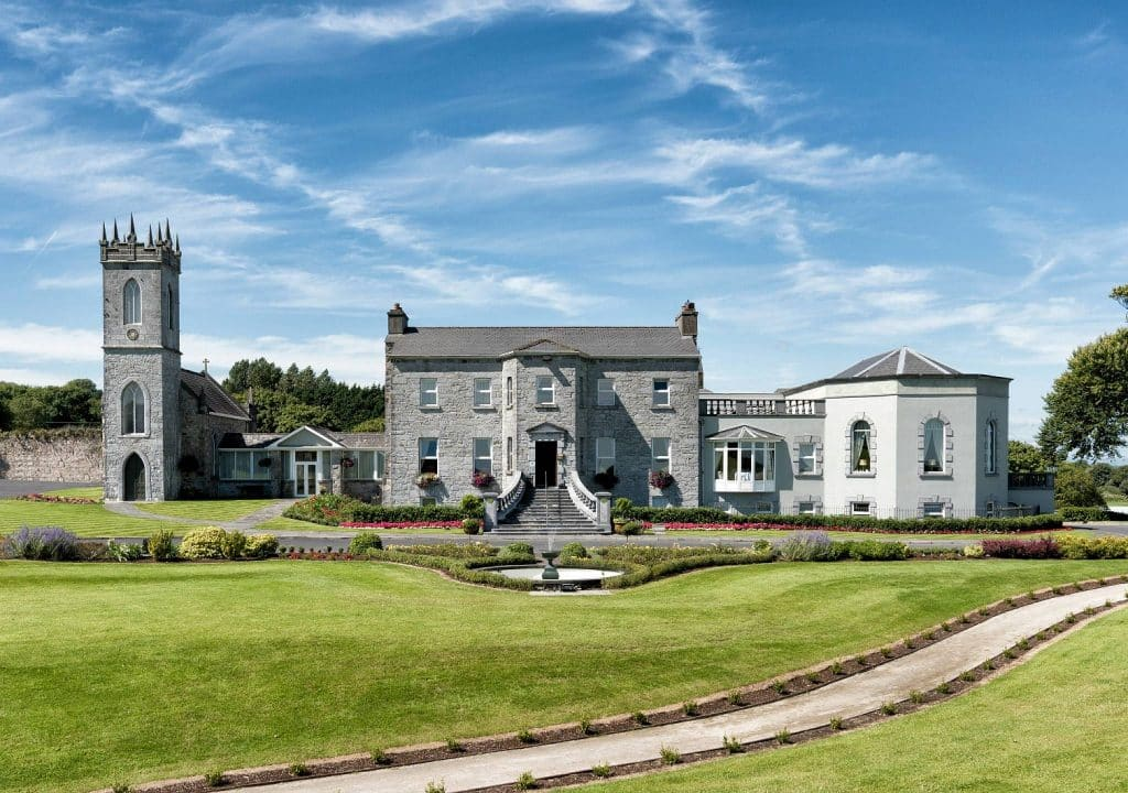One of the best hotels in Galway City Centre is the Glenlo Abbey Hotel, a romantic and beautiful place to stay.