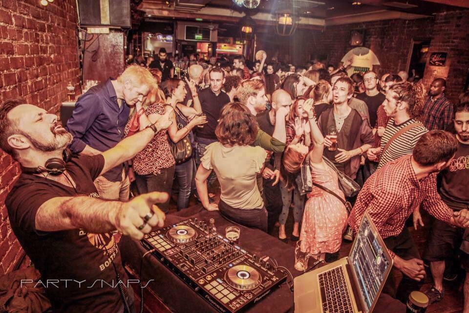 The Globe is a quirky bar and nightclub in which you can meet someone cool and funky.