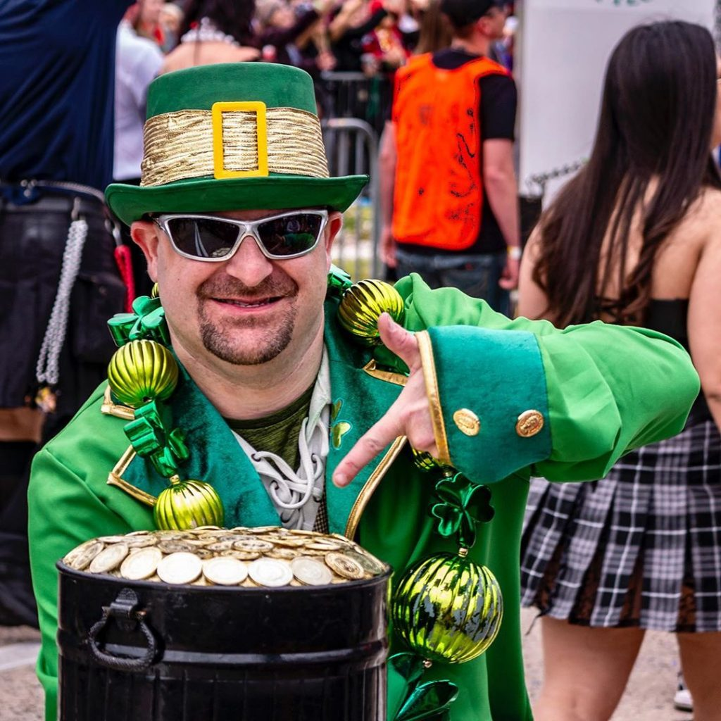 One of the top St Patrick's Day outfits we have seen are this man and his pot of gold.