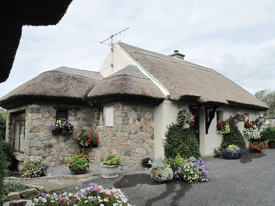Cloch Na Scith is one of the top adorable cottages in Ireland you can stay in.