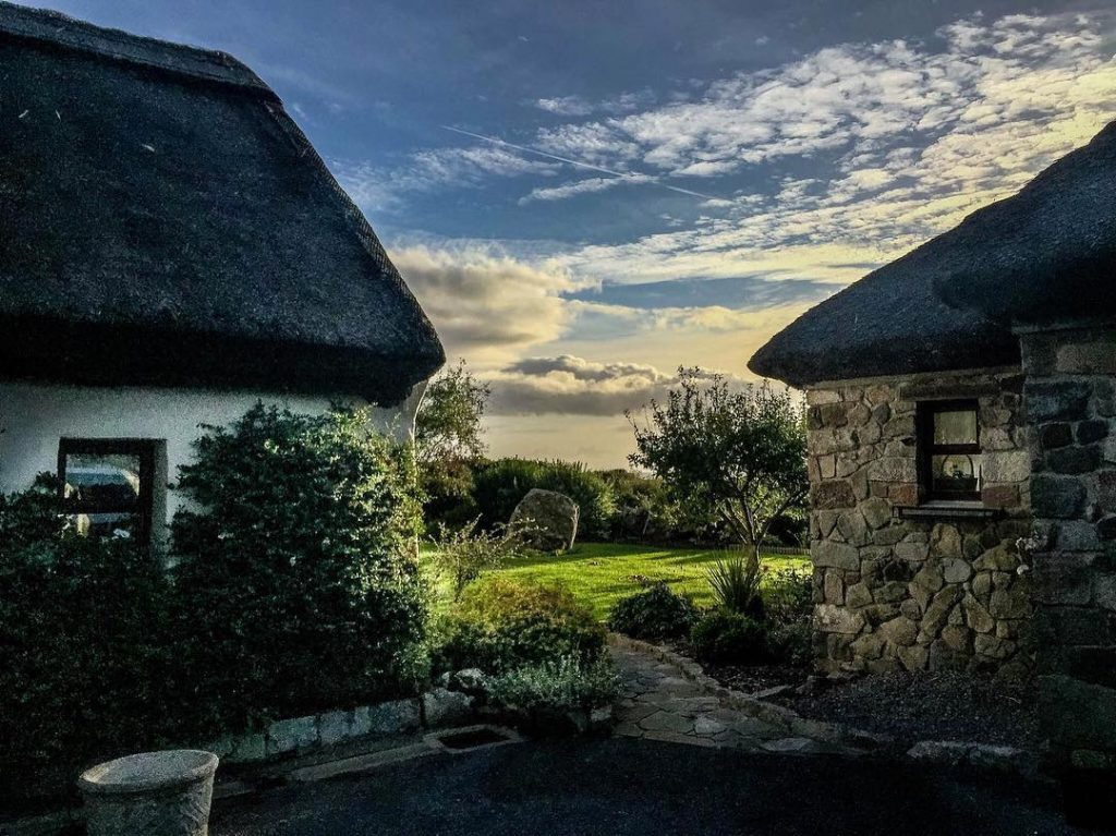 Cloch Na Scith, Co. Galway – thatched cottage comforts in Spiddal.