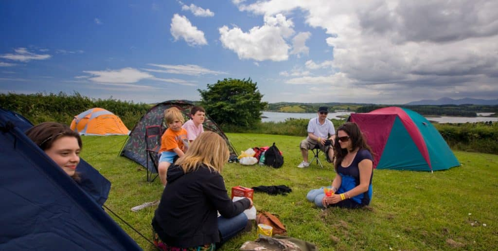 Camping and caravanning sites – setting up camp in Delamont Country Park