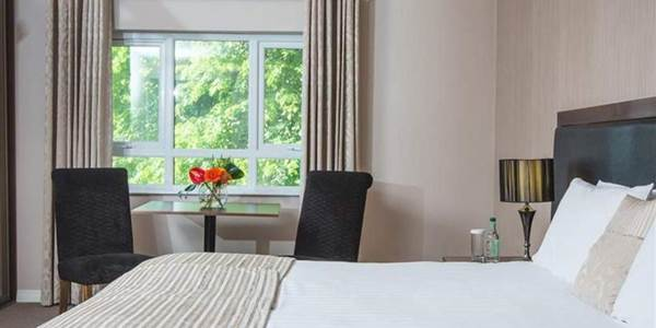 Malone Lodge Hotel & Apartments Belfast - rooms come with sweet treats and Titanic tickets