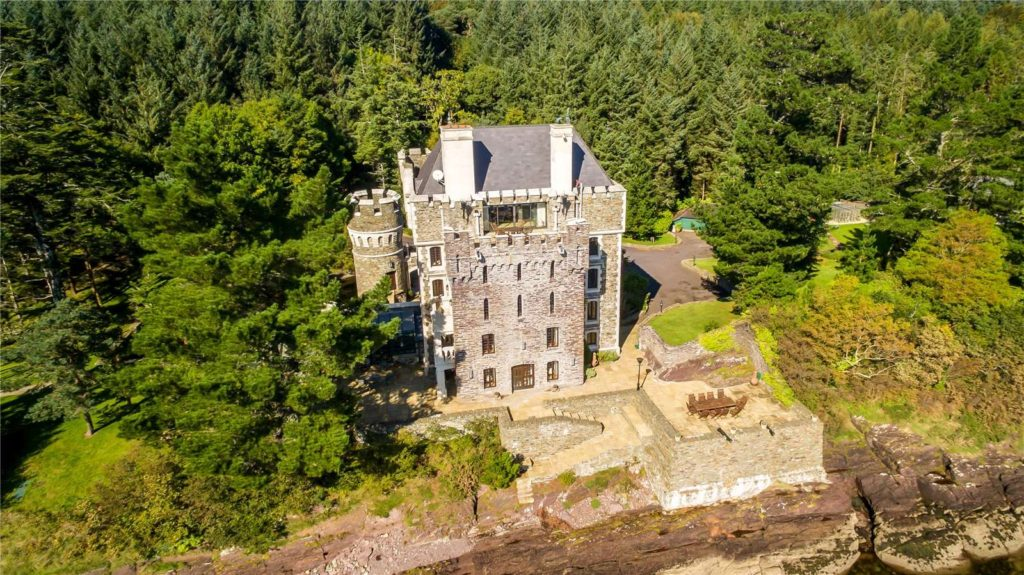 Another of the top castles for sale in Ireland is An Culu, it's got a hidden pool!