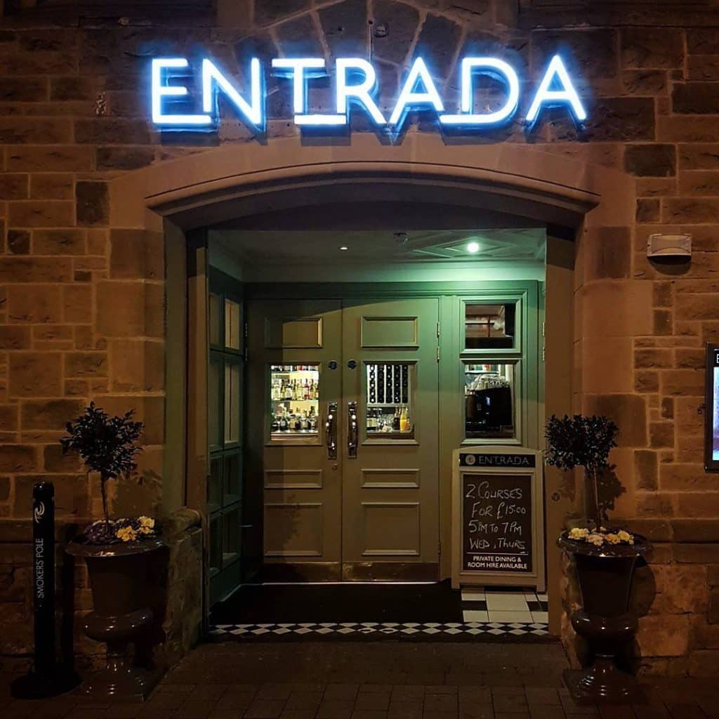 Entrada has more incredible sights while dining.