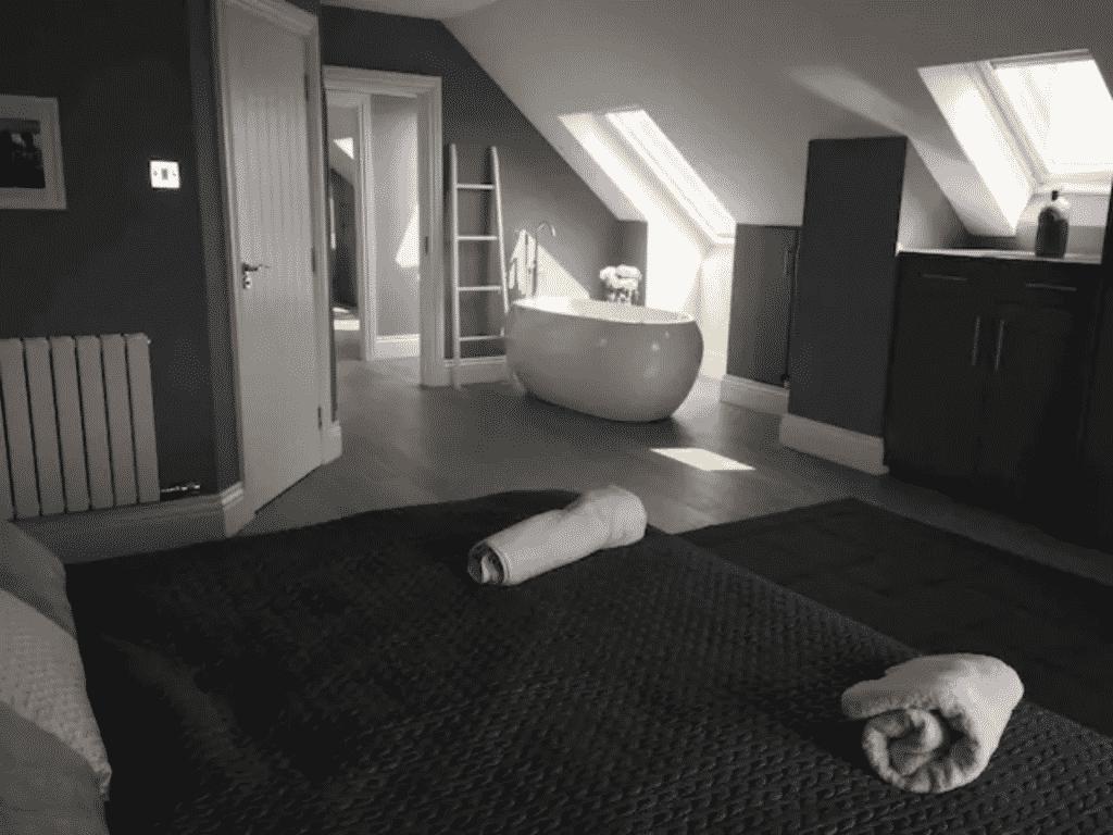The house sleeps 20.