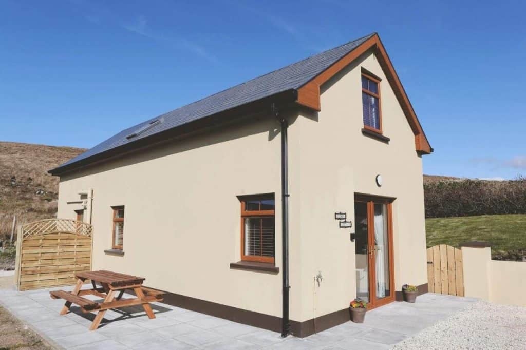 Dolmen Cottage in Donegal is modern and picturesque.