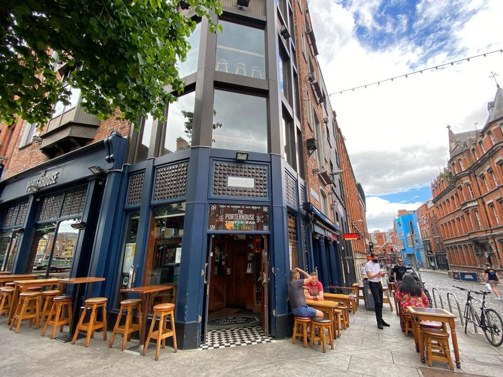 Grab a bite to eat at the Porterhouse Brewhouse on our five-day Ireland itinerary.
